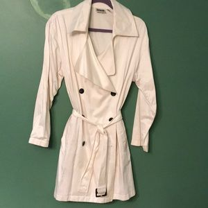 Cotton sateen off white lightweight trench